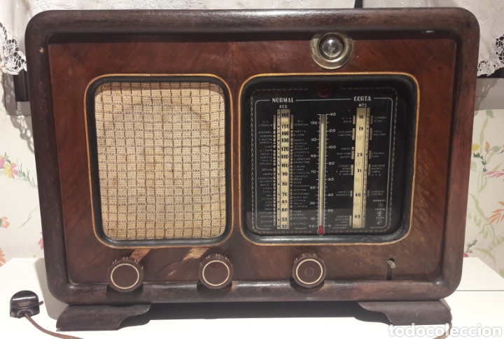 Radios de válvulas: Antigua radio de válvulas Marca Gram Onda corta y normal. En madera maciza gran tamaño 50 x 25 x 37 - Foto 5 - 144411188