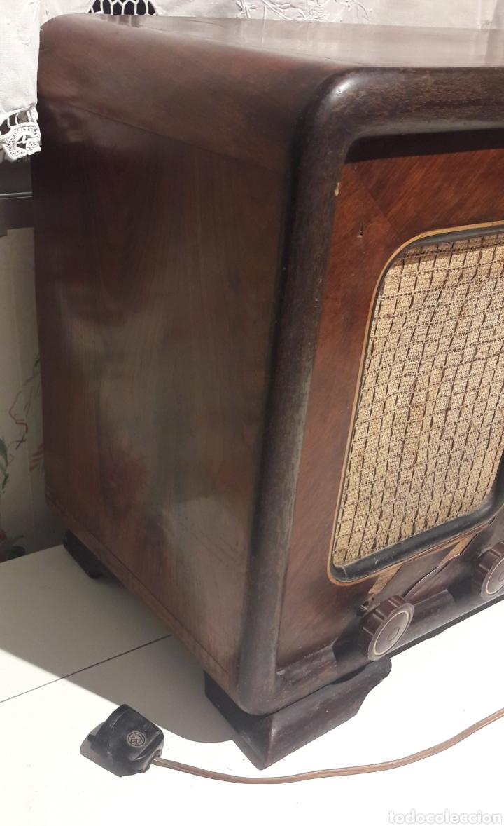 Radios de válvulas: Antigua radio de válvulas Marca Gram Onda corta y normal. En madera maciza gran tamaño 50 x 25 x 37 - Foto 6 - 144411188