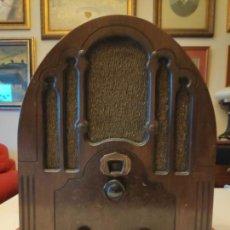 Radios à lampes: RADIO DE CAPILLA MAGNAVOX 150D. MODELO MONMART .USA. FUNCIONANDO. 1933. Lote 144593778