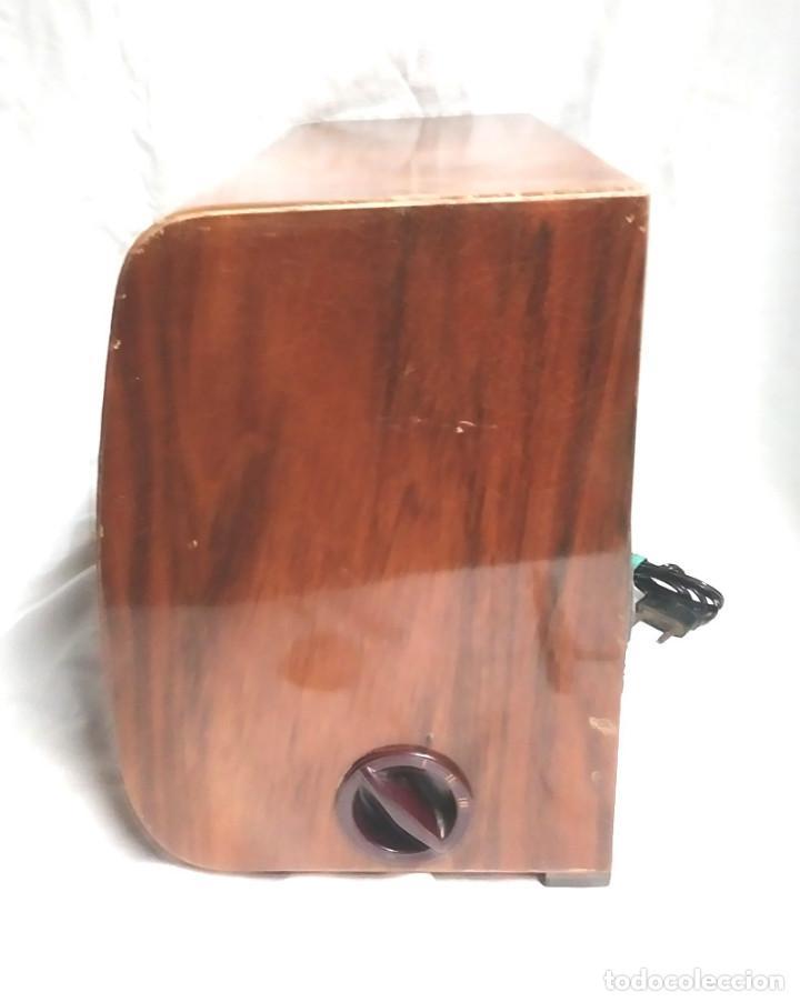Radios de válvulas: Radio Telefunken Iberia Getafe Madrigal U 1375 año 53, funciona buen estado todo de origen - Foto 4 - 145052574