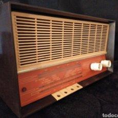 Radios de válvulas: RADIO DE BAQUELITA PHILIPS AÑOS 50. Lote 145403309