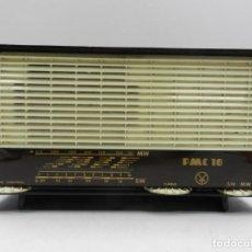 Radios de válvulas: IMPRESIONANTE ANTIGUA RADIO DE VÁLVULAS BAQUELITA MARCA MPC 10 BULGARIA AÑOS 50 RARO. Lote 146106514