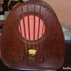 Radios de válvulas: RADIO MARCA PHILIPS DE CAPILLA . Lote 147015338