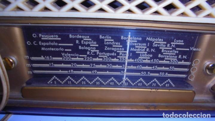Radios de válvulas: ANTIGUA RADIO. MARCA PHILIPS MODELO BR-241-U. FUNCIONA PERFECTAMENTE. 110 - 127 V. 29 X 15CM. VER - Foto 2 - 148907042