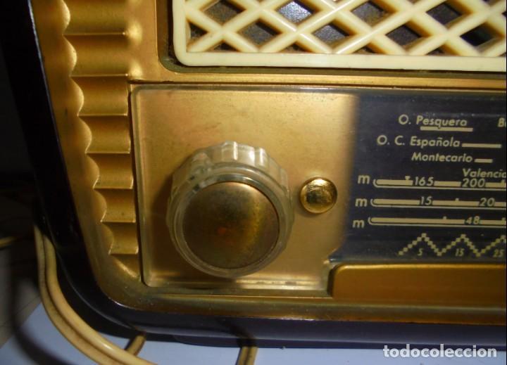 Radios de válvulas: ANTIGUA RADIO. MARCA PHILIPS MODELO BR-241-U. FUNCIONA PERFECTAMENTE. 110 - 127 V. 29 X 15CM. VER - Foto 3 - 148907042