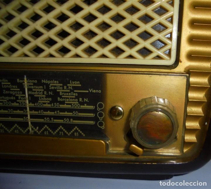 Radios de válvulas: ANTIGUA RADIO. MARCA PHILIPS MODELO BR-241-U. FUNCIONA PERFECTAMENTE. 110 - 127 V. 29 X 15CM. VER - Foto 5 - 148907042