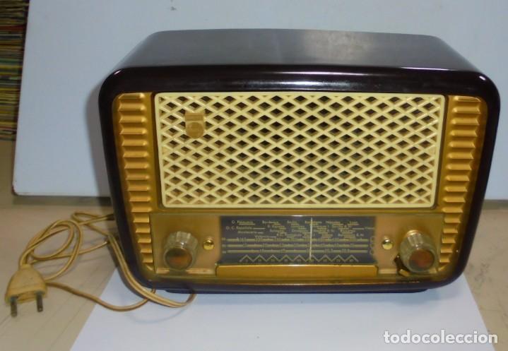 Radios de válvulas: ANTIGUA RADIO. MARCA PHILIPS MODELO BR-241-U. FUNCIONA PERFECTAMENTE. 110 - 127 V. 29 X 15CM. VER - Foto 6 - 148907042