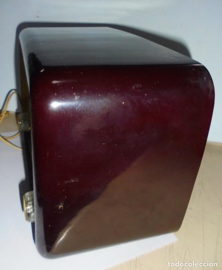 Radios de válvulas: ANTIGUA RADIO. MARCA PHILIPS MODELO BR-241-U. FUNCIONA PERFECTAMENTE. 110 - 127 V. 29 X 15CM. VER - Foto 7 - 148907042