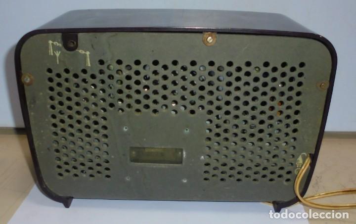 Radios de válvulas: ANTIGUA RADIO. MARCA PHILIPS MODELO BR-241-U. FUNCIONA PERFECTAMENTE. 110 - 127 V. 29 X 15CM. VER - Foto 8 - 148907042