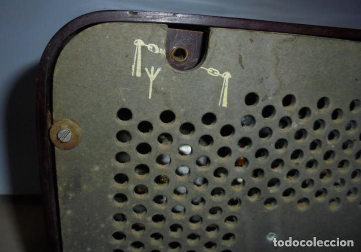 Radios de válvulas: ANTIGUA RADIO. MARCA PHILIPS MODELO BR-241-U. FUNCIONA PERFECTAMENTE. 110 - 127 V. 29 X 15CM. VER - Foto 9 - 148907042