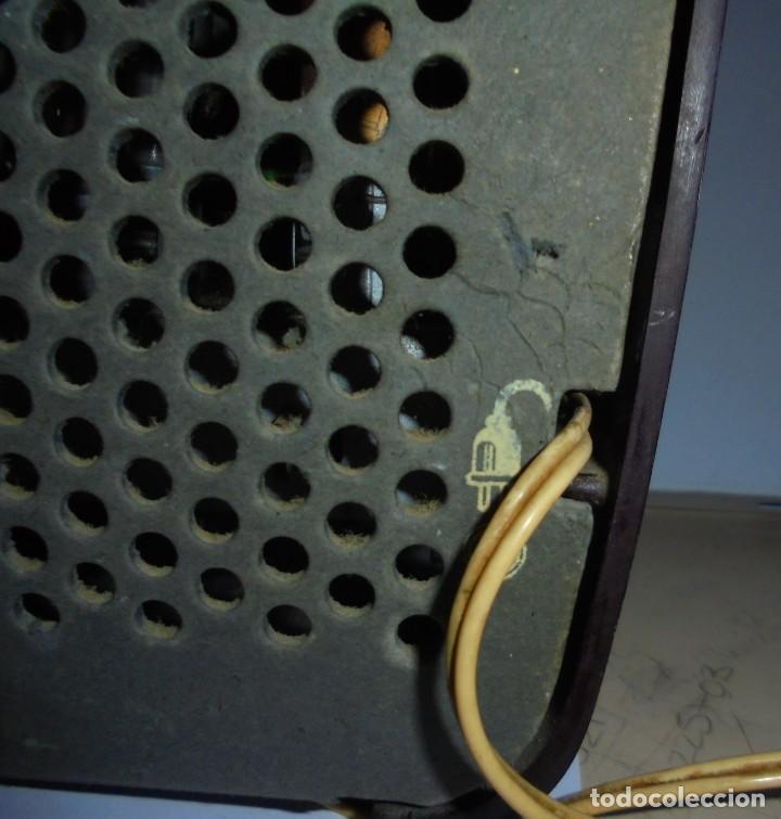 Radios de válvulas: ANTIGUA RADIO. MARCA PHILIPS MODELO BR-241-U. FUNCIONA PERFECTAMENTE. 110 - 127 V. 29 X 15CM. VER - Foto 10 - 148907042
