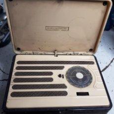 Radios de válvulas: RADIO MINIATURA DE VALVULAS MARCONI A BATERIAS. MODELO P 20 B. Lote 148966722