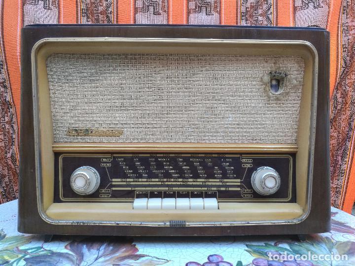 RADIO INVICTA 6447. MUEBLE MADERA. PRECIOSA. (VER FOTOS) (Radios, Gramófonos, Grabadoras y Otros - Radios de Válvulas)