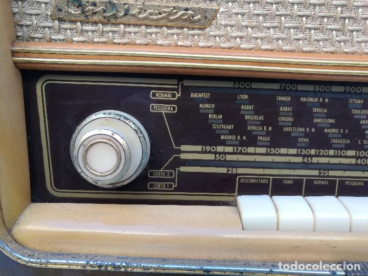 Radios de válvulas: RADIO INVICTA 6447. MUEBLE MADERA. PRECIOSA. (VER FOTOS) - Foto 2 - 149543218