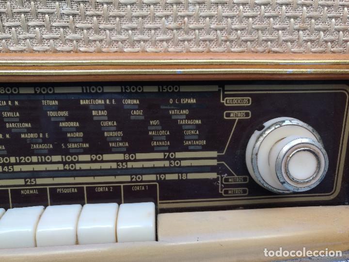 Radios de válvulas: RADIO INVICTA 6447. MUEBLE MADERA. PRECIOSA. (VER FOTOS) - Foto 3 - 149543218