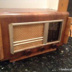 Radios de válvulas: RADIO CARCASA DE MADERA. MIDE EN CMS ( 48X25X29). NO FUNCIONA. Lote 151002430