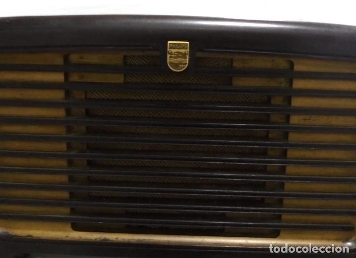 Radios de válvulas: ANTIGUA RADIO. MARCA PHILIPS. TIPO BE-341-A. 40 W. FUNCIONA. VER FOTOS - Foto 2 - 151705198