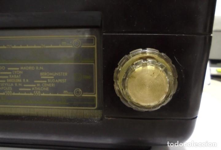 Radios de válvulas: ANTIGUA RADIO. MARCA PHILIPS. TIPO BE-341-A. 40 W. FUNCIONA. VER FOTOS - Foto 3 - 151705198
