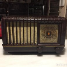 Radios de válvulas: ANTIGUA RADIO EN BAQUELITA DE VÁLVULAS MARRÓN MARCA PHILIPS BE 392 - A AÑOS 50 . Lote 152228618