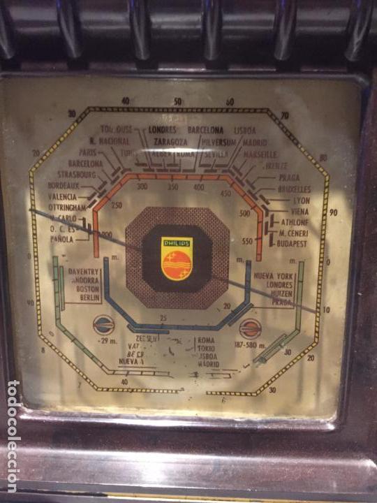 Radios de válvulas: ANTIGUA RADIO EN BAQUELITA DE VÁLVULAS MARRÓN MARCA PHILIPS BE 392 - A años 50 - Foto 5 - 152228618