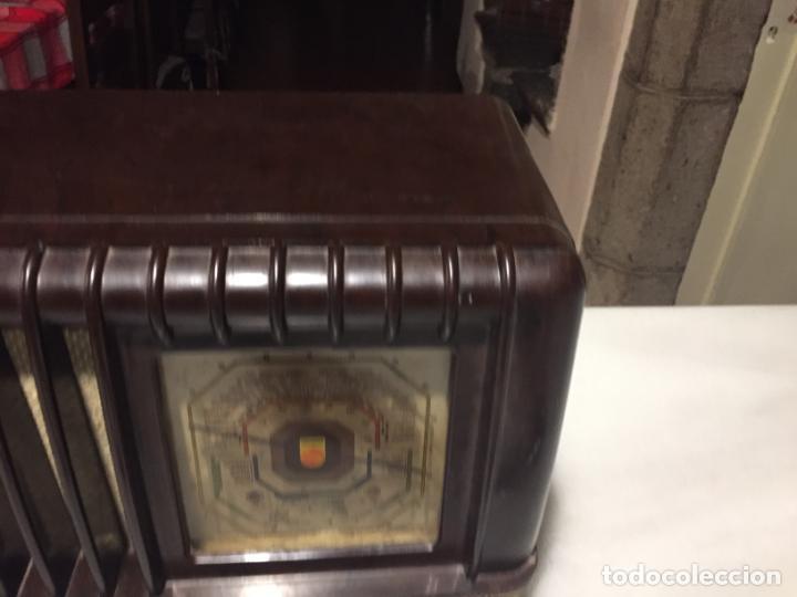 Radios de válvulas: ANTIGUA RADIO EN BAQUELITA DE VÁLVULAS MARRÓN MARCA PHILIPS BE 392 - A años 50 - Foto 7 - 152228618