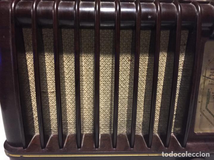 Radios de válvulas: ANTIGUA RADIO EN BAQUELITA DE VÁLVULAS MARRÓN MARCA PHILIPS BE 392 - A años 50 - Foto 10 - 152228618