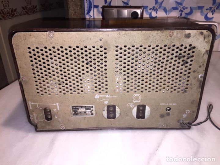 Radios de válvulas: ANTIGUA RADIO EN BAQUELITA DE VÁLVULAS MARRÓN MARCA PHILIPS BE 392 - A años 50 - Foto 12 - 152228618