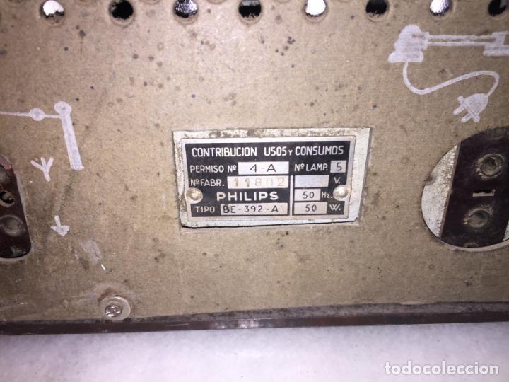Radios de válvulas: ANTIGUA RADIO EN BAQUELITA DE VÁLVULAS MARRÓN MARCA PHILIPS BE 392 - A años 50 - Foto 13 - 152228618