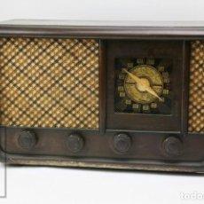 Radios de válvulas: ANTIGUA RADIO DE VÁLVULAS - CARCASA MADERA - RESTAURACIÓN / PIEZAS - ALTAVOZ ARIAL - AÑOS 40-50. Lote 152409566