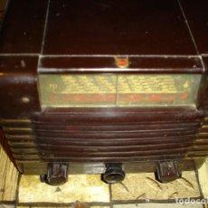 Radios de válvulas: PRECIOSA RADIO PHILIPS ANOS 40 CAJA EN BAQUELITA COMPLETA NO TESTADA DE COLECCION. Lote 153034214