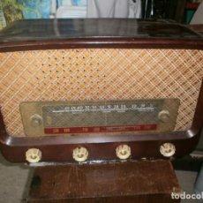 Radios de válvulas: ANTIGUA RADIO GRANDE DE MADERA DIAL CRISTAL COMPLETA, NO FUNCIONA 32 CM. ALTURA ANCHO 49 X 25 CM. . Lote 153057090