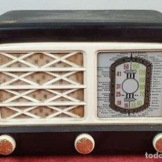 Radios de válvulas: RADIO RECEPTOR A VÁLVULAS. CARCASA DE BAQUELITA. SIN MARCA. CIRCA 1930. . Lote 153060842