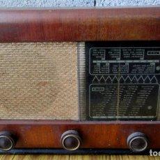 Radios de válvulas: RADIO PHILIPS - DE MADERA - ESTA SIN PROBAR - MUEVE EL DIAL . Lote 155093246