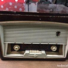 Radios de válvulas: RADIO VÁLVULAS ANTIGUA TOCADISCOS SONORA , ENCIENDE. Lote 155424798