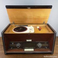 Radios de válvulas: ANTIGUA RADIO TOCADISCOS FABRICADA POR PHILLIPS IBERICA MODELO H6E84A AÑO 1958. Lote 155727358
