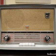 Radios de válvulas: RADIO PHILIPS MODELO B4X65A A VÁLVULAS -AÑOS 1956/1957- PERFECTA, FUNCIONANDO. Lote 155880014