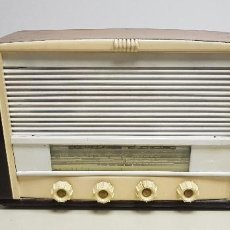Radios de válvulas: 319- ANTIGUA RADIO ENCIENDE Y FUNCIONA DESCONOZCO MARCA Y MODELO 43 CMS ANCHO 30 ALTURA . Lote 155951790