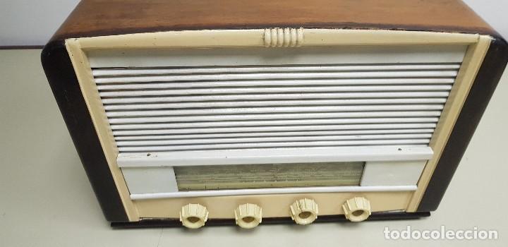 Radios de válvulas: 419- ANTIGUA RADIO ENCIENDE Y FUNCIONA DESCONOZCO MARCA Y MODELO 43 CMS ANCHO 30 ALTURA - Foto 5 - 155951790