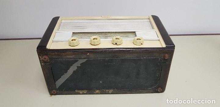 Radios de válvulas: 419- ANTIGUA RADIO ENCIENDE Y FUNCIONA DESCONOZCO MARCA Y MODELO 43 CMS ANCHO 30 ALTURA - Foto 6 - 155951790