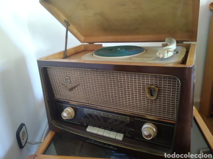 Radios de válvulas: Radio tocadiscos Iberia - Foto 2 - 159471741