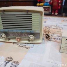 Radios de válvulas: RADIO PHILIPS DE BAKELITA (CON TRANSFORMADOR ANTIGUO). Lote 159476526