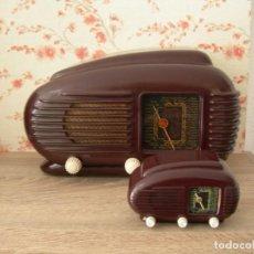Radios de válvulas: RADIO DE BAKELITA TESLA MODELO TALISMÁN Y RÉPLICA EN MINIATURA. Lote 159681370