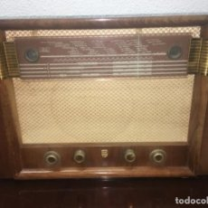 Radios de válvulas: ORIGINAL ANTIGUA RADIO EN MADERA MARCA PHILLIPS, NO SE HA PROBADO PERO SE VE BIEN. Lote 159959698