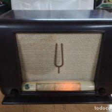 Radios de válvulas: GRAN RADIO BAKELITA ANTIGUA THOMSON DUCRETET MODELO D 536.MEDIDAS 48X34X23 CM.AÑO 1945.FRANCESA. Lote 160976138