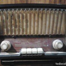 Radios de válvulas: RADIO PHILIPS IBÉRICA, SA +TRANSFORMADOR VOLTAM FUNCIONANDO. Lote 158646714