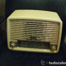 Radios de válvulas: ANTIGUA RADIO // RADIOLA // FUNCIONAMIENTO. Lote 162065658