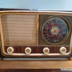 Radios de válvulas: RADIO ANTIGUA A VALVULAS FUNCIONA. Lote 162582974