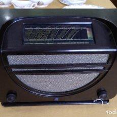 Radios de válvulas - ANTIGUA RADIO EN BAQUELITA DE LA MARCA RADIOLA FUNCIONANDO. - 163744762
