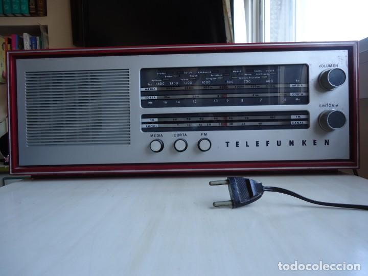 RADIO MODELO CAMPANELA DE TELEFUNQUEN EN COLOR ROJO (Radios, Gramófonos, Grabadoras y Otros - Radios de Válvulas)