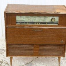 Radios de válvulas: RADIO TOCADISCOS GRUNDIG MODELO COMO D/ST CH=C200. Lote 164030714